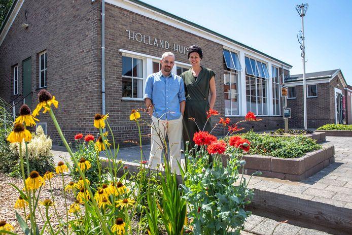 Martin Hoevenaars en Willemien van Dijke, bestuursleden van de Kunstkamer Holland Huis.