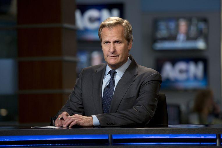 Anchor Will McAvoy (Jeff Daniels) brengt zender ACN in de problemen door een ongelukkige opmerking. In The newsroom Beeld HBO