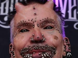 L'homme le plus percé au monde de passage par la Brussels Tattoo Convention