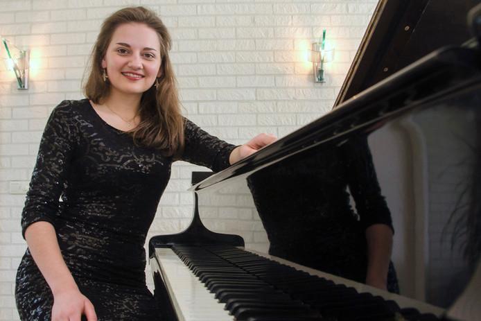 Eline de Gast verzorgt een pianorecital in Tholen.