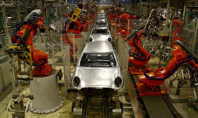 BMW Mini's op de productielijn in een fabriek in Oxford, ten westen van Londen.
