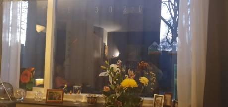 Moeder (91) van Wilhelmien ligt op sterven, laatste uitzicht is een bouwcontainer pal voor het raam