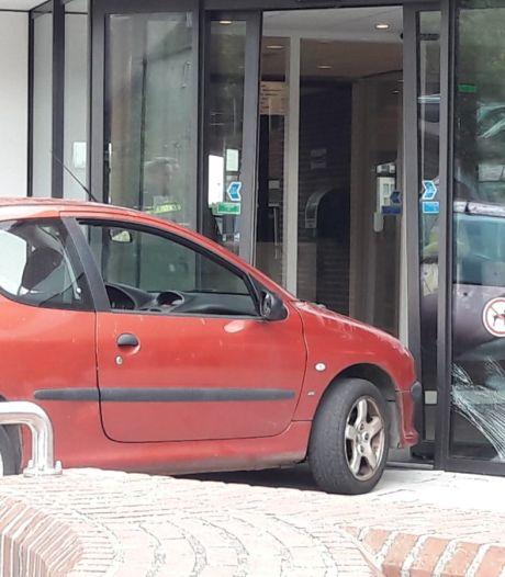 Stadhuisrammer Harderwijk wilde alleen maar de auto 'teruggeven'; paniek in het stadhuis en vijf weken cel