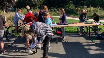 Leerlingen De Kei laten fiets op school controleren tijdens Strapdag