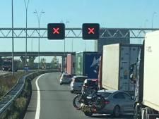 Ongeluk met vrachtwagens op A2 zorgt voor grote problemen op weg rond Eindhoven