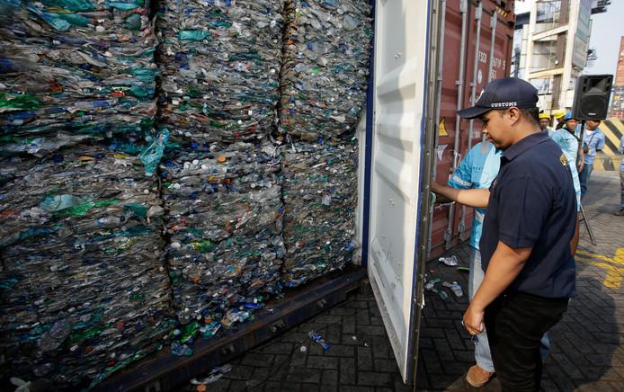 Les douanes indonésiennes ont trouvé 547 conteneurs recélant des déchets mal triés ou dangereux.