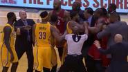 Spel zit op de wagen wanneer NBA-speler in slotseconden deze onnodige punten scoort