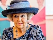 Prinses Beatrix aanwezig bij opening jubileumexpositie De Pont