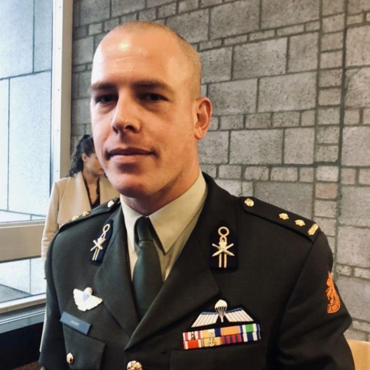 Thijs Jansen werkt bij Defensie en komt luisteren voor zijn schietclub. Beeld