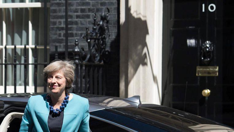 Theresa May arriveert bij haar ambtswoning op 10 Downing Street, Londen. Beeld epa