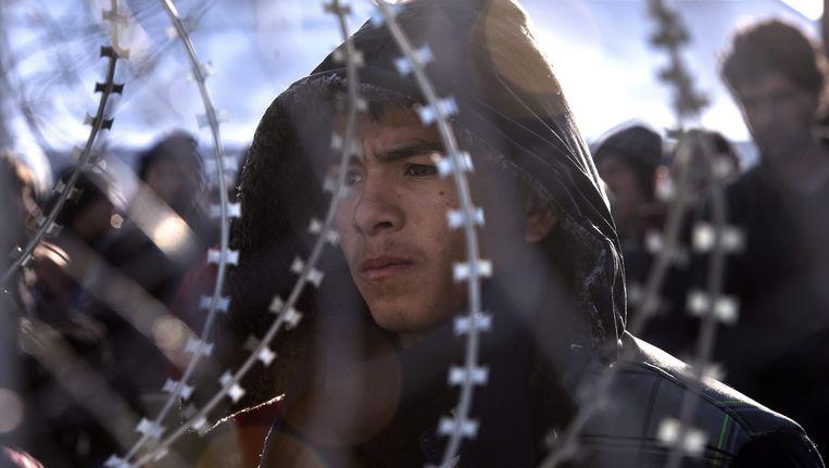 Afghaanse vluchtelingen worden tegengehouden in Griekenland bij de grens met Macedonië. Beeld null