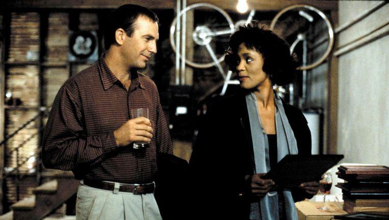 Kevin Costner en Whitney Houston in The Bodyguard. Beeld anp
