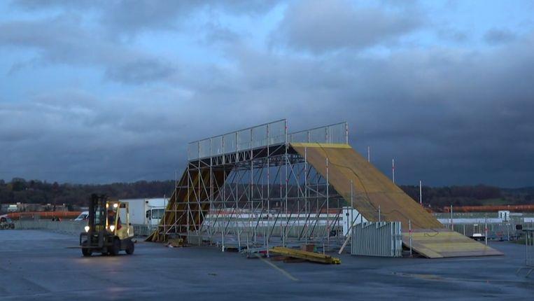 De opbouw van de brug.