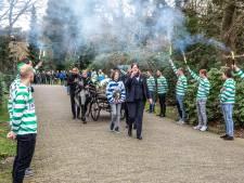 Indrukwekkende erehaag Zwolsche Boys en PEC Zwolle voor Freek Schutten