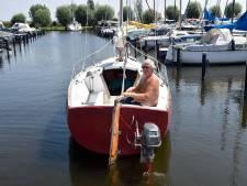 Reddingsbrigade druk met vastgelopen boten door waterplanten