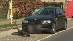 Fietser (17) sterft vlak voor zijn huis na aanrijding