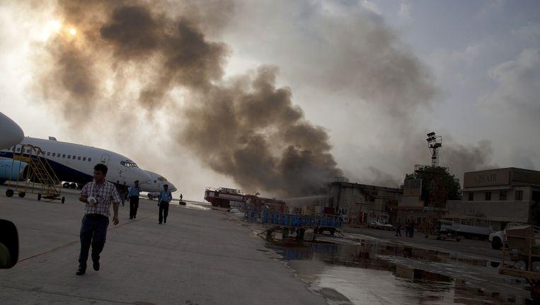 De luchthaven van Karachi maandagochtend nadat het bestormd werd door Talibanstrijders. Beeld AP