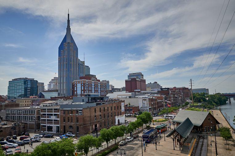 Downtown Nashville gezien vanaf de voetgangersbrug over de Cumberland-rivier. Beeld Theo Stielstra