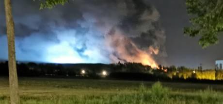 Grote schade bij Twence in Hengelo door brand, blussen gaat uren duren