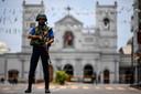 Een soldaat bewaakt de St. Anthony's Shrine in Colombo