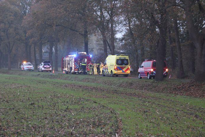 Een bestuurder is overleden na een ongeluk op de Diepenheimseweg in Diepenheim.