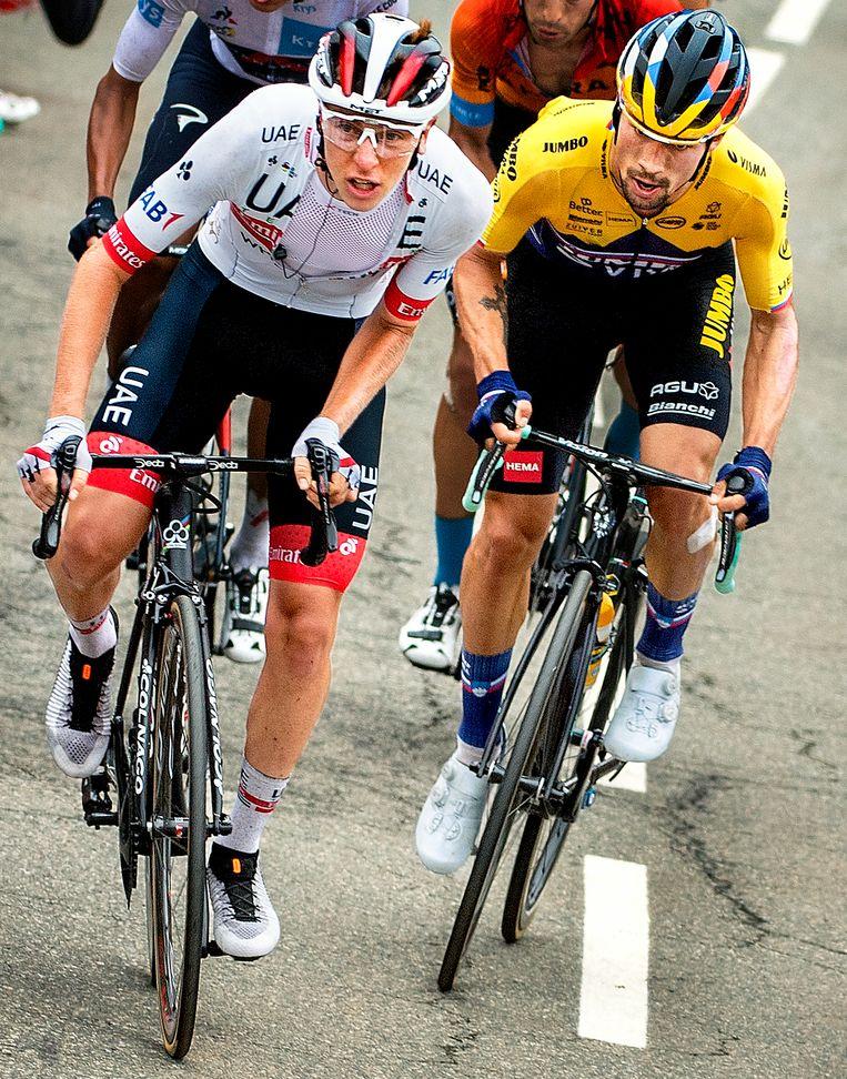 Pogacar (links)en Roglic(rechts)strijden op de Col de Marie Blanqu. Beeld Klaas Jan van der Weij