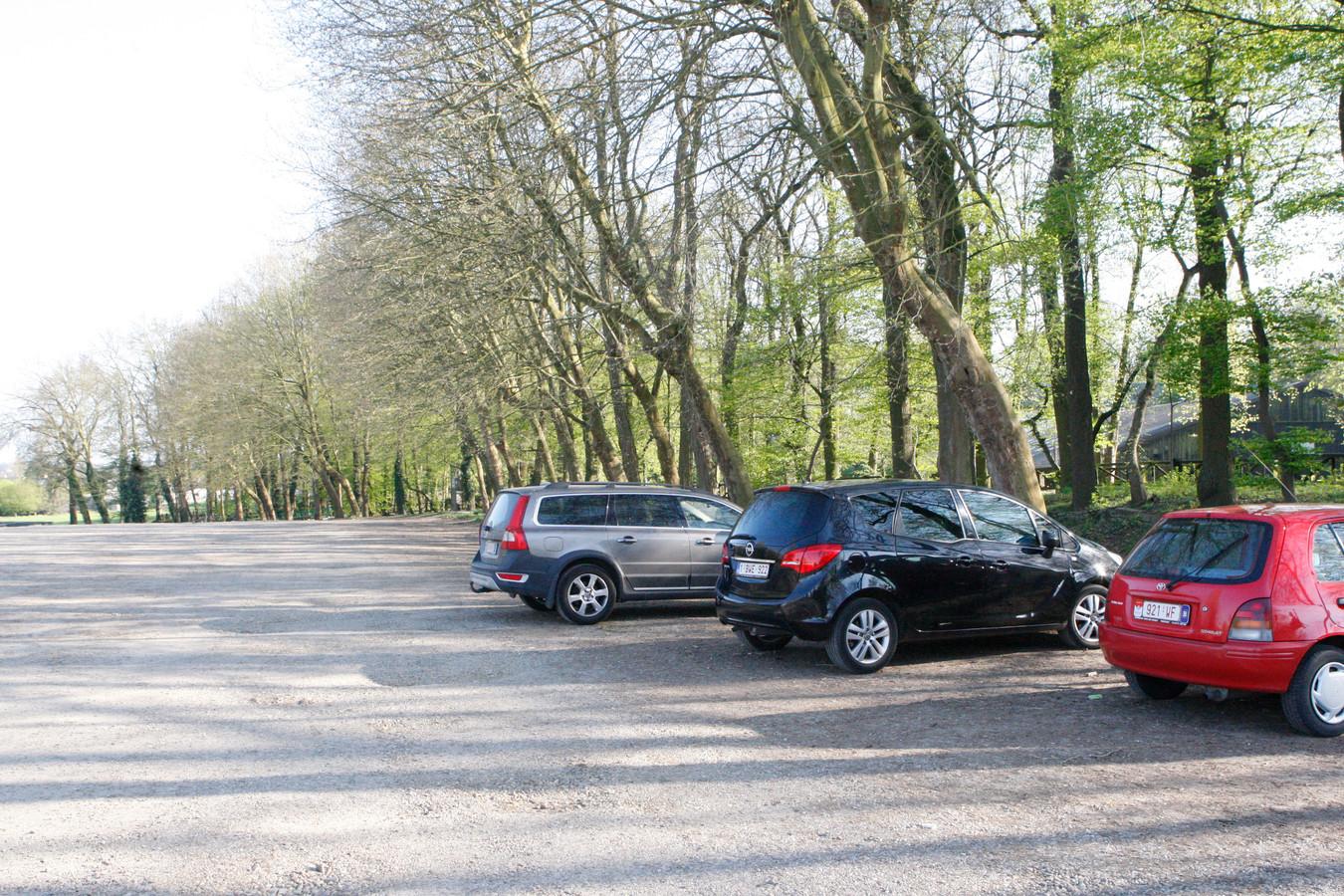 De parking achter de Mariahal wordt komend voorjaar heraangelegd.