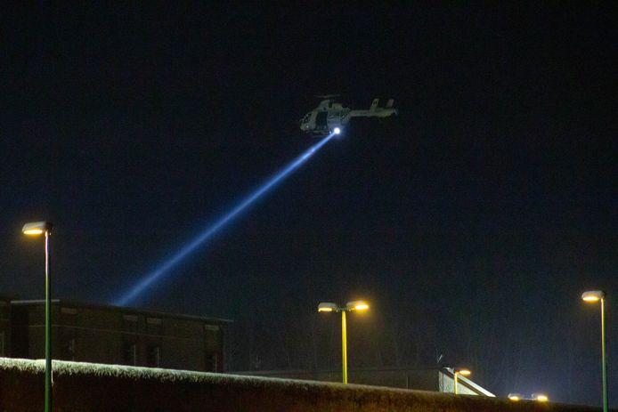 Un hélicoptère survole la prison de Lantin dans la nuit de vendredi à samedi