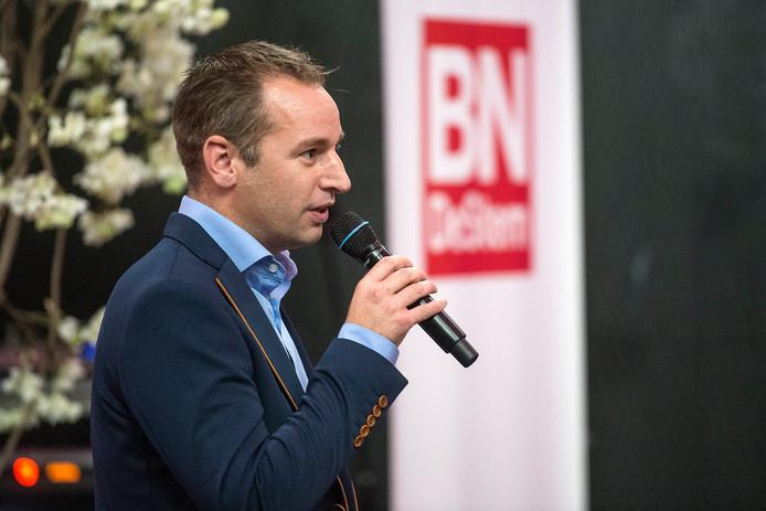 Pix4Profs-Ron Magielse De nieuwe hoofdredacteur van BN DeStem, André Trompers, spreekt in Hotel Nassau in Breda de redactieleden van de krant toe.