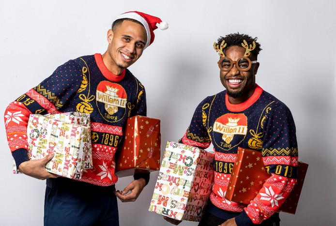 Damil Dankerlui en Che Nunnely poseren in de nieuwe Willem II-kersttrui.