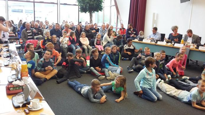 Veel Arnemuidse kinderen bezochten in april 2017 al de gemeenteraad om te pleiten voor het openhouden van het Julianabad.