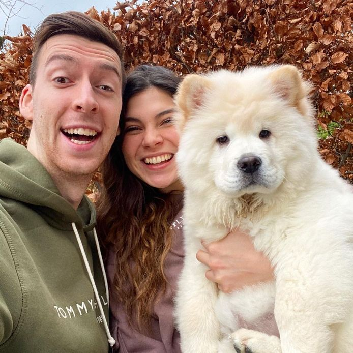 Celine en Michiel en hun chow chow Trixie die inmiddels al een eigen Instagrampagina heeft.