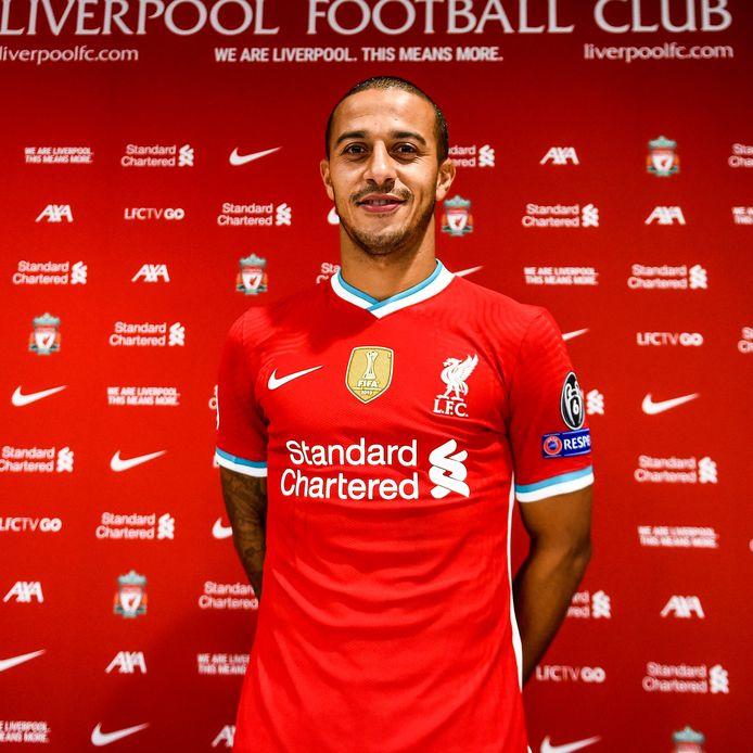 Thiago in het shirt van zijn nieuwe club.