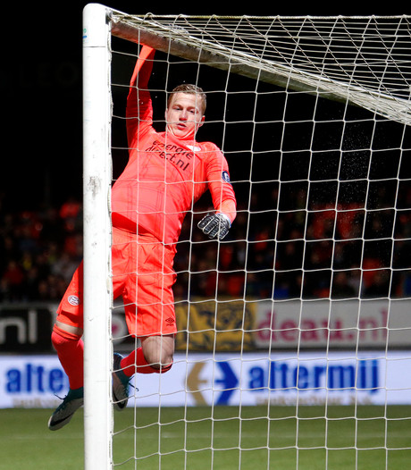 Keeper Van Osch (20) verlengt contract bij PSV, tot 2020