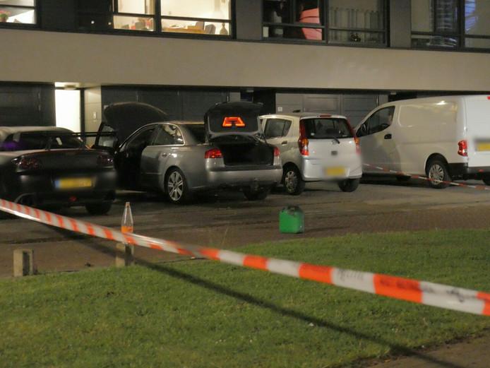 De auto van de Enschedese politieman werd donderdag 30 mei opgeblazen.