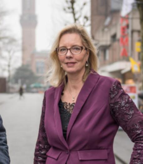 Jeanet van de PVV Hengelo wil  traditie  sinterklaas met zwarte piet in ere houden
