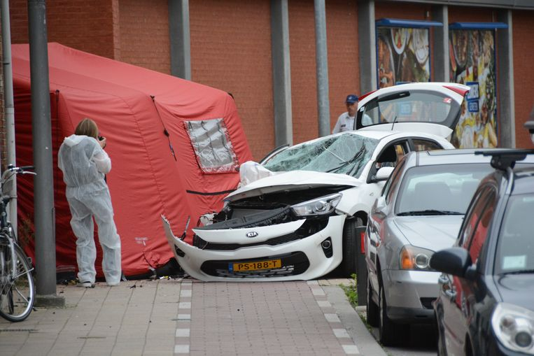 Het ongeval gebeurde met een geleende huurwagen. De chauffeur had echter geen rijbewijs