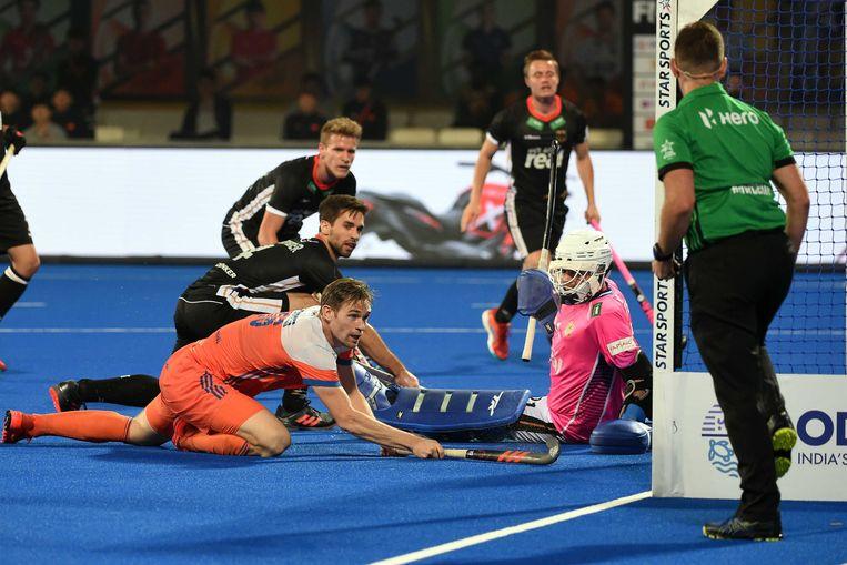 Mirco Pruyser van Nederland scoort tijdens het WK hockey Nederland vs Duitsland. Beeld ANP