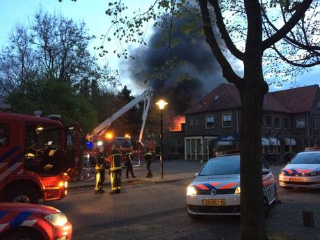 Grote brand woedt in restaurant De Pauw in Warnsveld