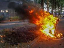 Vandalen steken rommel in brand in Eindhoven, vuur slaat over naar berm