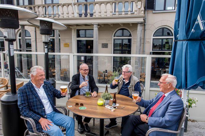 De reünie van de Tielse 'Thomasvaer en Pieternel. V.l.n.r. Jan Beijer, Peter Mulder, Martin Wildemans en Peet Campagne.