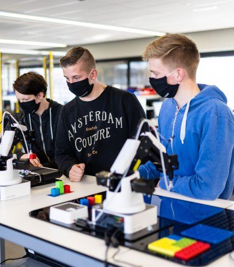 ROC stimuleert studenten met technisch speelgoed 2.0: 'Een complete productielijn, maar in het klein'