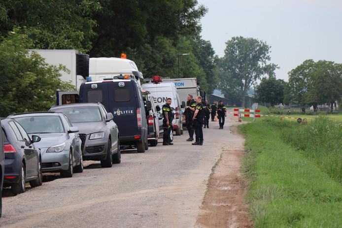 De politie ontdekte het amfetaminelab bij een boerderij aan de Heerkensdreef in Haaften.
