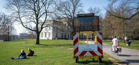 Als koppeltjes of solo trekken wandelaars en fietsers door regio Arnhem: 'Constant op kop fietsen'