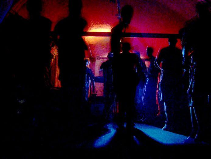 Er waren maar liefst vijftig mensen aanwezig op het feestje.