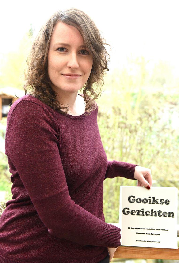 Karolien met haar boek 'Gooikse Gezichten'.