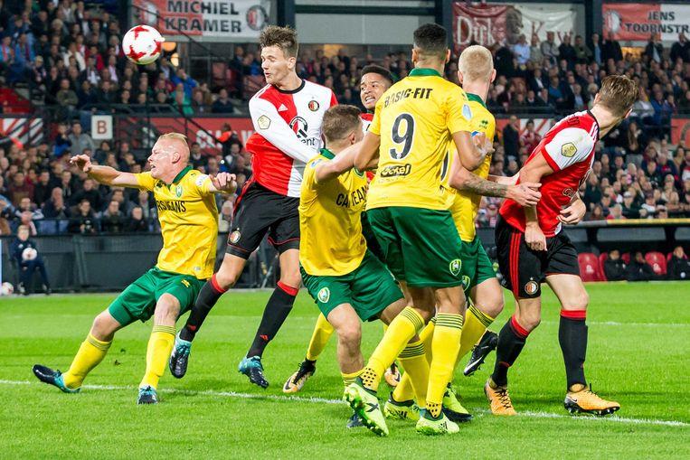 Feyenoord speler Michiel Kramer met kopkans tijdens het KNVB bekerduel tegen ADO Den Haag. Beeld ANP Pro Shots
