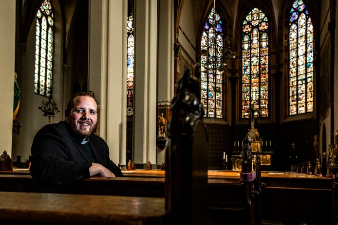 Gauthier de Bekker in de Broederenkerk van Deventer. Met zijn 28 jaar is hij de jongste priester van het aartsbisdom Utrecht.