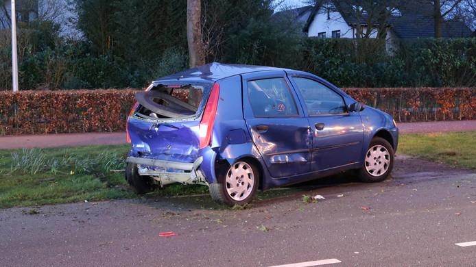 De auto's raakten zwaar beschadigd bij het ongeval.