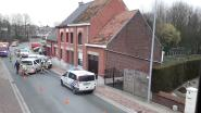 Man rijdt in op politiecombi na achtervolging: twee agenten lichtgewond